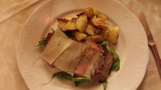 Borgo Casa al Vento: Tagliata di chianina con rucola, grana e patate