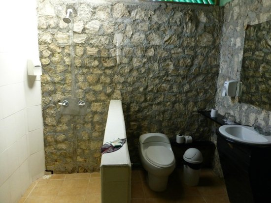 Atlantida Lodge: Bathroom
