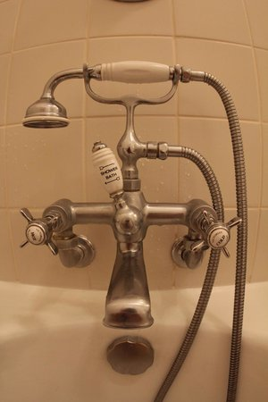 Belmond Reid's Palace: Lovely vintage bathroom appliances