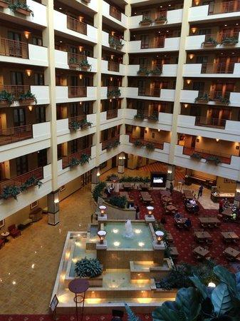 Embassy Suites Huntsville by Hilton Hotel & Spa: Atrium