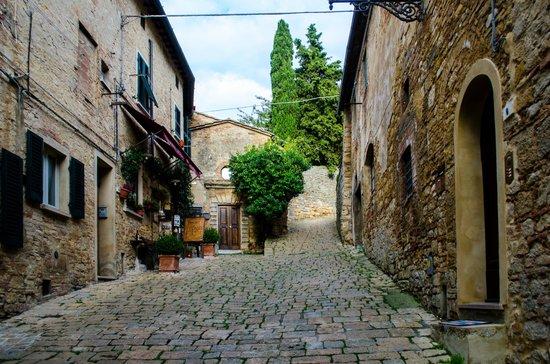 San Lino: Volterra streets