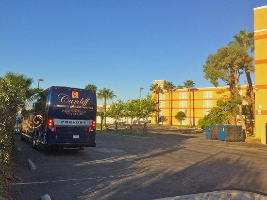 Ramada Commerce/Los Angeles Area: Arrière de l'hôtel