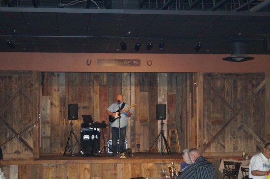 Rawhide Western Town & Event Center: Binnen bij het Steakhouse