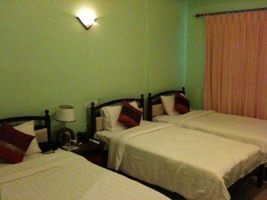 Parklane Hotel: 3 Beds for 2