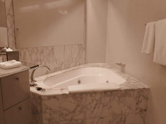 Lovely bathtub (setting is on Sepia, by mistake) - Picture of ...
