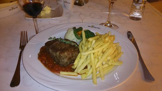 Hotel HP Park Plaza: Main course