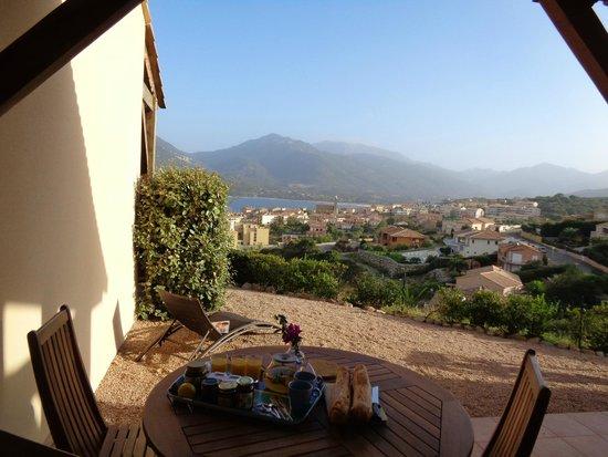 Residence Terra Thea: Le petit déjeuner sur la terrasse...