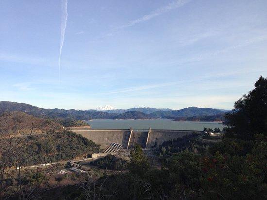 Shasta Lake: Shasta Dam