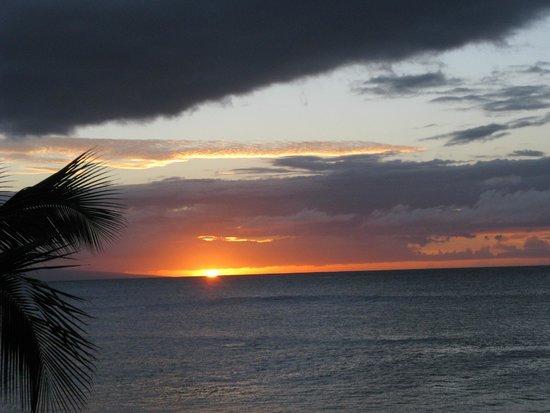 Napili Kai Beach Resort: Sunset at Napili Bay.
