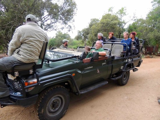 Thornybush Waterside Lodge: COMFORTABLE SAFARIS WITH A FEW PEOPLE ONLY