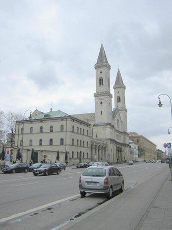 Ludwigskirche: Exterior de la iglesia