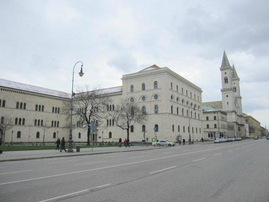 Ludwigskirche: La iglesia y su entorno