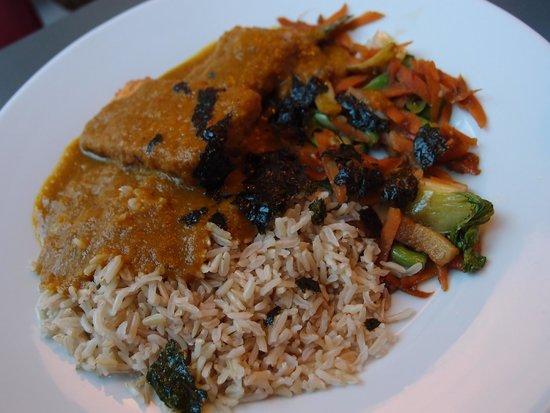 Roots and Fruits Vegetarian Cafe: Tofu katsu curry