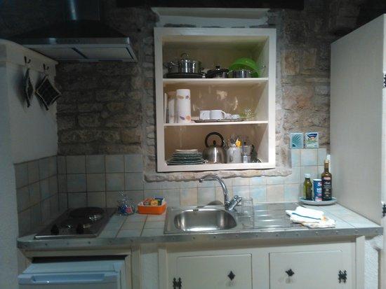 Piccola cucina ma molto funzionale foto di vico del poeta assisi tripadvisor - La piccola cucina milano ...