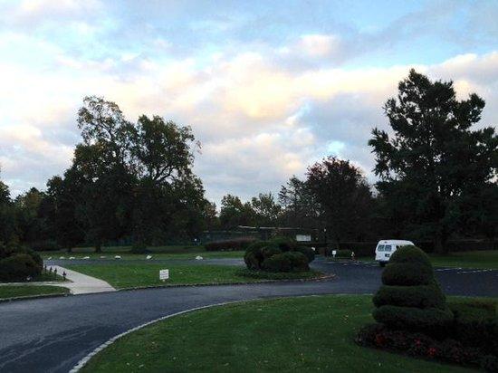 Glen Cove Mansion and Conference Center: Vista da entrada