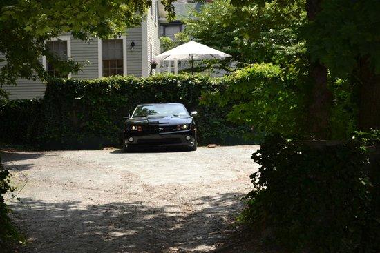 The Wynstone : Inn parking