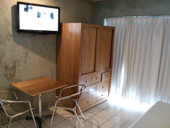 Hotel Rio Malecon Puerto Vallarta : la vista frente a tu cama y parte del mobiliario que brinda mi habitación