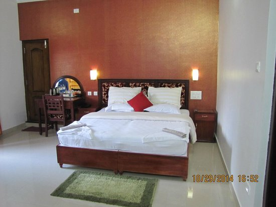 Periyar Villa Home Stay: the bed