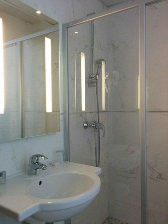 Hotel Bellevue: Bathroom