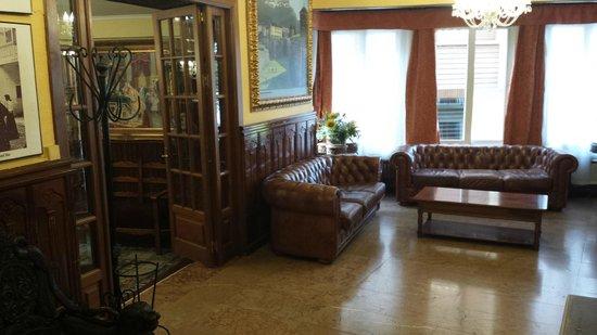 Hotel Mur: Zona de hall antes de entrar al comedor, con el salón a la izquierda