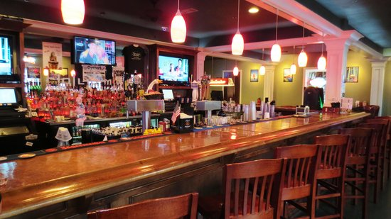 Adventures Pub & Spirits: Great Bar