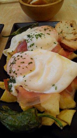 Los Troncos Taberna: Huevos rotos