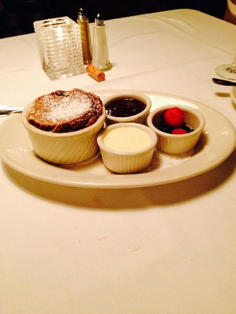Plaza III The Steakhouse : Decadent chocolate soufflé with fresh berries