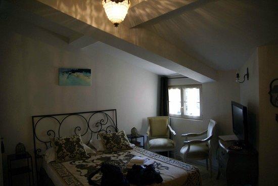 Autour du Petit Paradis: The main room