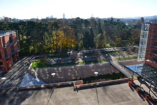 Hotel Crowne Plaza Lyon - Cité Internationale : Vue chambre sur le parc de la tête d'or