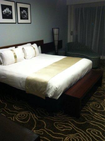 Holiday Inn Suva: The room
