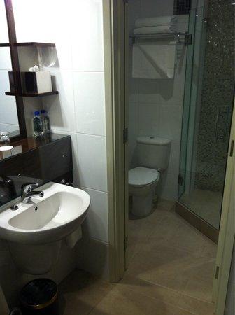 Holiday Inn Suva: Bathroom