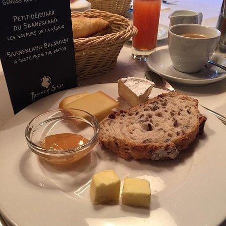 Hotel Bernerhof Gstaad : Frühstück