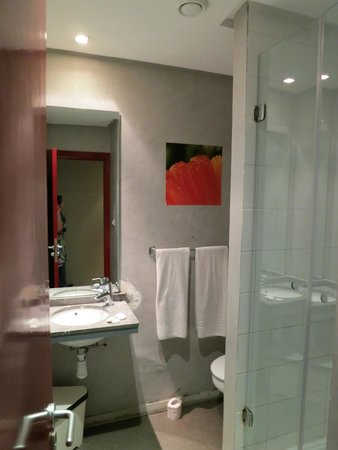 Manzil Hotel : Room 202 bathroom