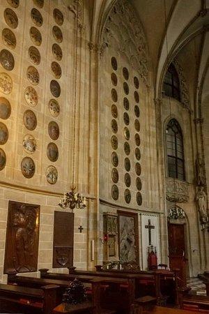 Church of the Teutonic Order: Гербы на стенах
