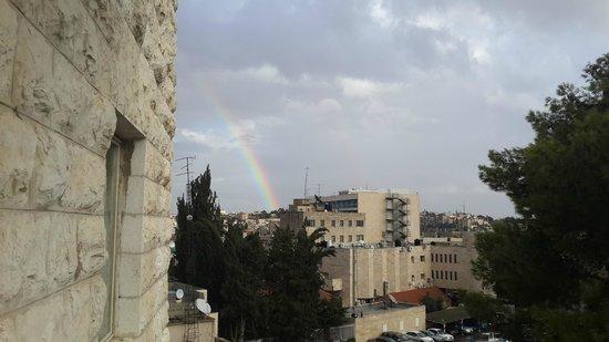 St George Hotel Jerusalén: Радуга в Иерусалиме! Вид с моего балкона!