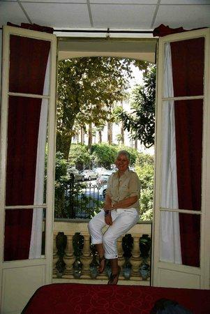 Hotel Victor Hugo Nice: The beautiful glass doors opening onto VH Blvd