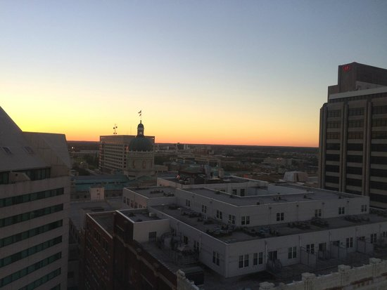 Conrad Indianapolis : Sunset view from room