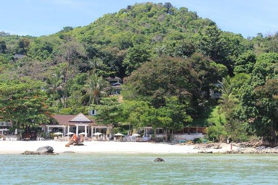 Bay View Resort: VISTA DO HOTEL, DESDE O BARCO.