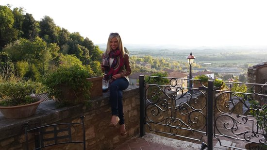 Castello delle Serre: Beautiful Tuscan view from the balcony