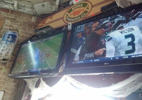 Mutt Lynch's: Plenty of TVs for fans of all teams!  GO HAWKS!!