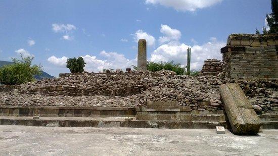 Columnas de piedra en Mitla