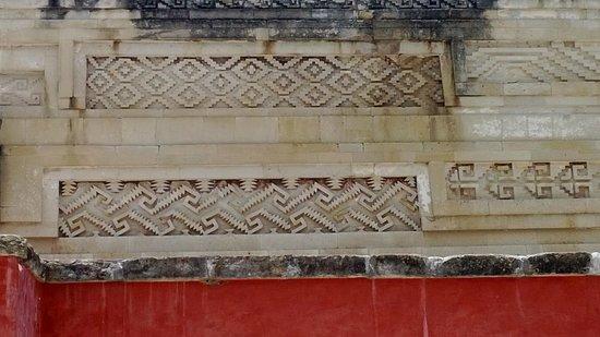 Mas grecas en las ruinas de Mitla