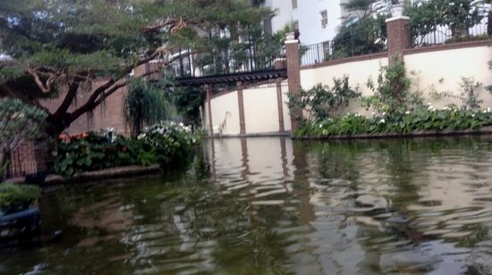 Delta River Flatboat Tours at Opryland Hotel