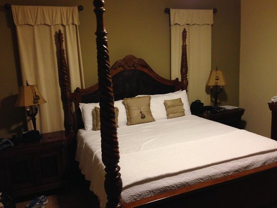Shangri-La Boutique Bed & Breakfast: Our room  - the Royal Palm
