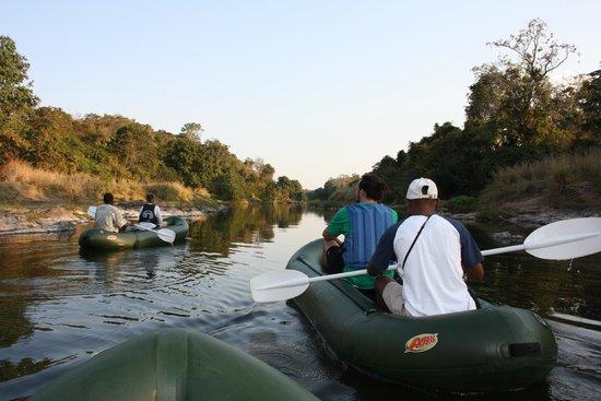 Tongole Wilderness Lodge: Canoe
