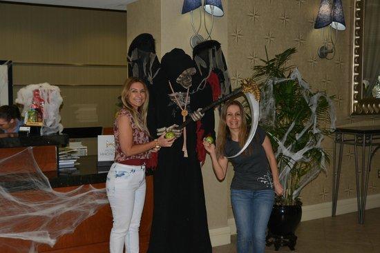 Hampton Inn Ft. Lauderdale /Downtown Las Olas Area: Decoração de Halloween.