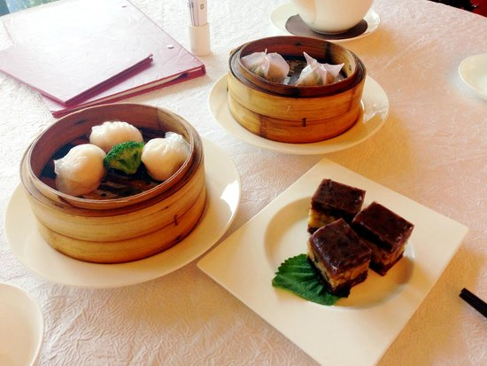 Summer Palace: Shrimp dumplings and red bean cake
