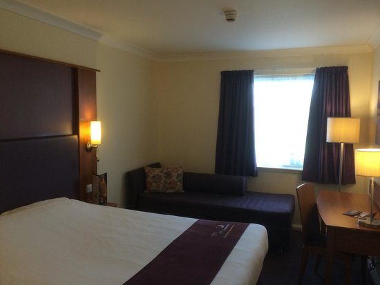 Premier Inn Livingston (Bathgate) Hotel: Bedroom
