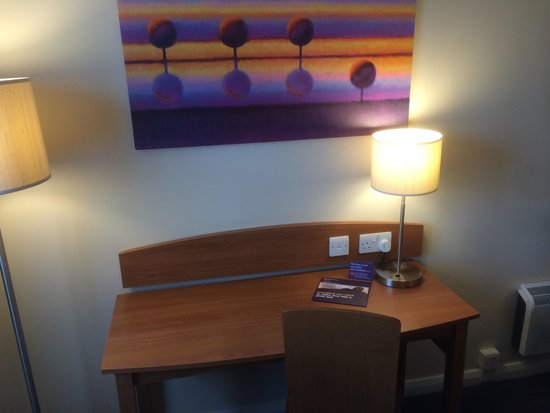 Premier Inn Livingston (Bathgate) Hotel: Work space