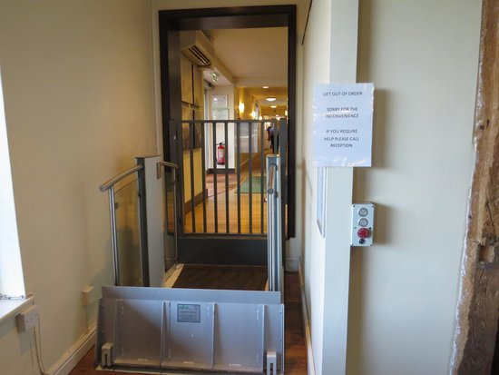 Holiday Inn Ipswich : Wheelchair lift down to restaurant - not working